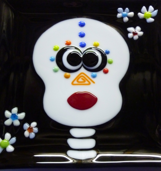 skull 9.5x9.5 fused glass plate